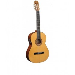 Guitarra ADMIRA Juanita Electrificada