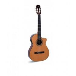Guitarra ADMIRA Juanita Electrificada con Cutaway